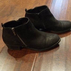 Carlos black ankle booties size 9